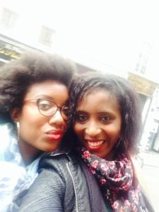 Laura et moi blogueuse (http://www.amoodygirlscloset.com/en/)